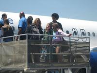 Super Chicas Los Angeles Burbank airport